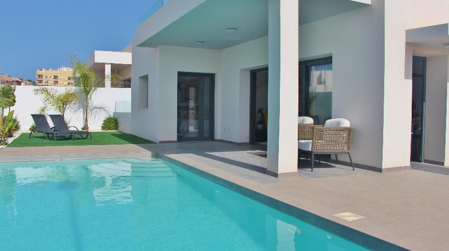 Contemporary Villas on 400 m2 plot at the perfect location in the authentic Spanish town of Benijofar  Ref. SPA33