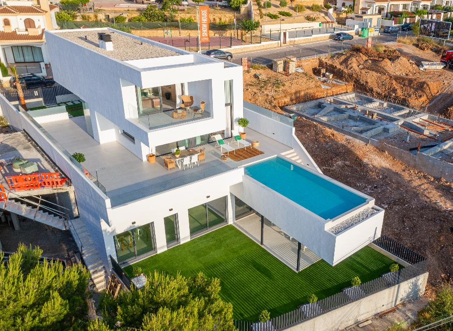 Exclusive design villas with beautiful views located on a closed urbanization at the Costa Blanca Ref. SPA31