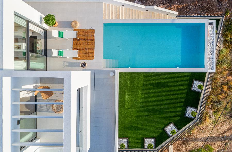 Exclusive design villas with 5 bedrooms and beautiful views located on a closed urbanization at the Costa Blanca Ref. SPA32