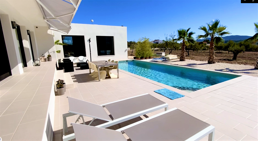 Enjoy peace and privacy with this Villa on its own plot of more than 10,000 m2 with panoramic views in Hondon Ref. SPA1623