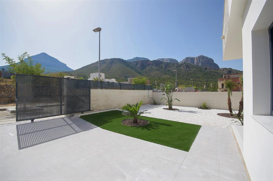 Semi-detached 2 bedroom apartments with private garden and driveway  Ref. SPA1639