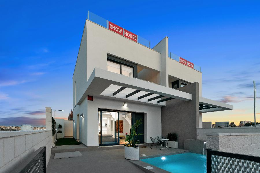 Keyready semidetached townhouses with private pool near the popular Villamartin Plaza and Beaches Ref. SPA1675
