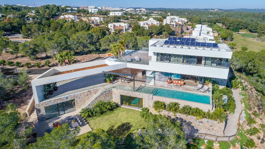 Luxury design villa. Enjoy your luxury and private located villa on the award winning Las Colinas Golf & Country Club, with phenomenal views of the natural hills, golf course, forests and the sea! Ref. SPA1678