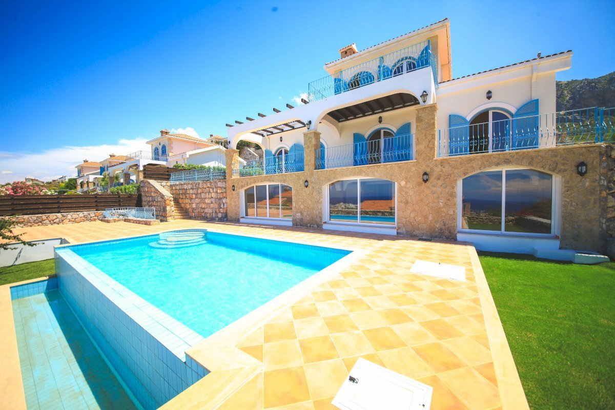 Superb 3 Bedroom Villa with Sea Views Ref. NC1236
